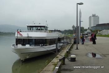 MS Linzerin steht zur Hafenrundfahrt bereit