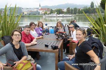 Reiseblogger bei der Hafenrundfahrt in Linz
